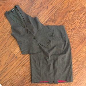 Express pinstripe pencil skirt and vest suit. Sz 2